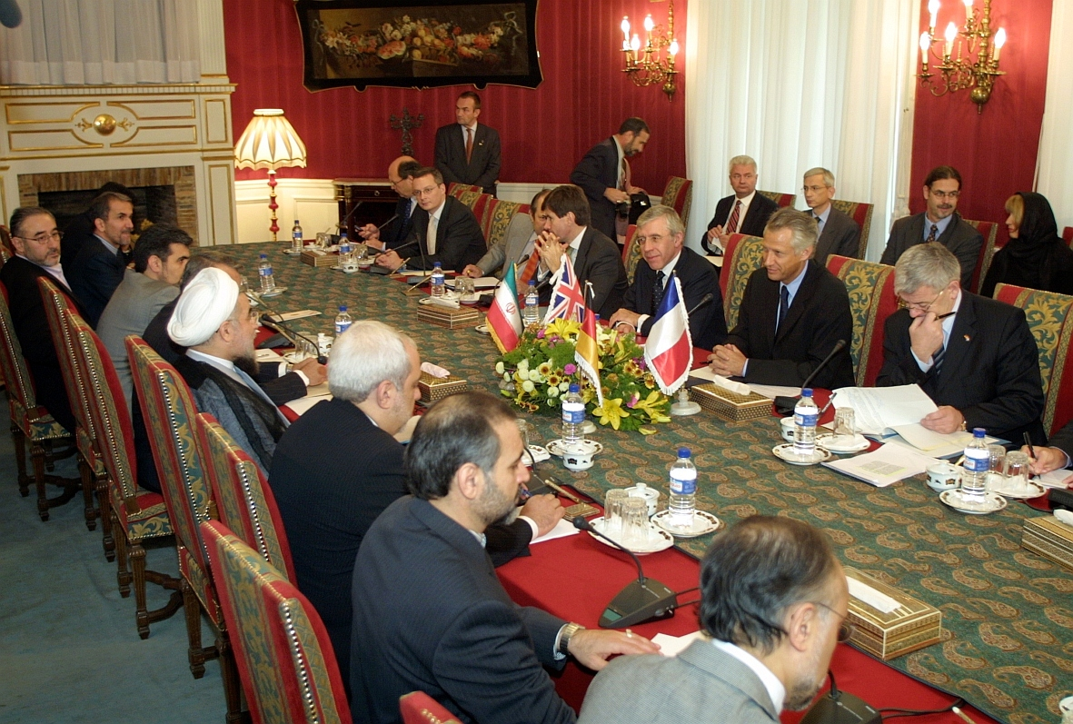EU_ministers_in_Iran_for_nuclear_talks,_21_October_2003