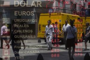 La casaele de schimb din Buenos Aires, peso-ul inregistra pe 23 ianuarie, la cumparare rata de 7.40 pesos argentinian pentru un dolar, iar la vanzare 7.10 pentru a cumpăra, pe 23 ianuarie 2014.