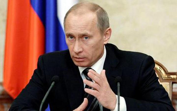 Vladimir-Putin-la-microfon