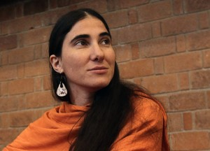 Cuba's best-known dissident blogger Yoani Sanchez listens to a question after she delivered a speech to students of the Iberoamericana University in Mexico City March 13, 2013. REUTERS/Henry Romero (MEXICO - Tags: SOCIETY POLITICS)