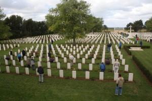 """Președintele Comisiei Europene îi trimite pe eurosceptici să viziteze cimitirele militare din Europa pentru a vedea cum arată """"stupiditatea oamenilor"""" și avertizează că Europa are de câștigat atunci când este văzută drept un proiect major în numele păcii."""