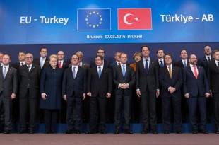 Criza refugiaților din Siria s-a transformat într-o oportunitate neașteptată pentru Turcia de a putea negocia o serie de aspecte față de care Uniunea Europeană pare a fi împinsă către un compromis de a accepta o serie de condiții impuse de regimul lui Recep Tayyip Erdogan