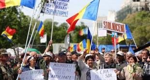 Circa 10.000 de protestatari s-au adunat în Piața Marii Adunări Naționale cerând alegeri anticipate. Protestatarii s-au ciocnit cu forțele de ordine, iar mai multe persoane au reclamat că au fost agresate de polițiști. Foto: Unimedia.md