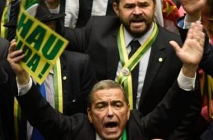 Soarta președintelui Dilma Rousseff este departe de a fi hotărâtă de politicienii din Brazilia, după ce un vot anterior din camera inferioară a legislativului a fost anulat, în timp ce miercuri era așteptat ca Senatul să acorde votul final în privința suspendării șefului statului
