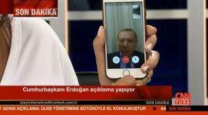 Președintele Erdogan a cerut populației să iasă în stradă prin intermediul unei conversații telefonice folosind aplicația Face Time. Erdogan este totodată promotorul unor restricții dure cu privire la accesibilitatea rețelelor sociale în Turcia.