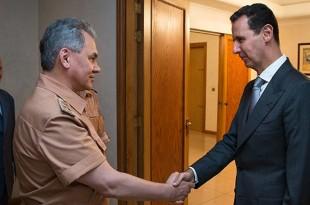 """Ministrul rus al Apărării (stânga) anunță că negocierile de pace din Siria sunt sistate """"pe termen nelimitat"""" după ce rebelii din Alep nu și-au încetat atacurile în ciuda unei pauze a bombardamentelor coordonate de Rusia și guvernul de la Damasc asupra orașului."""