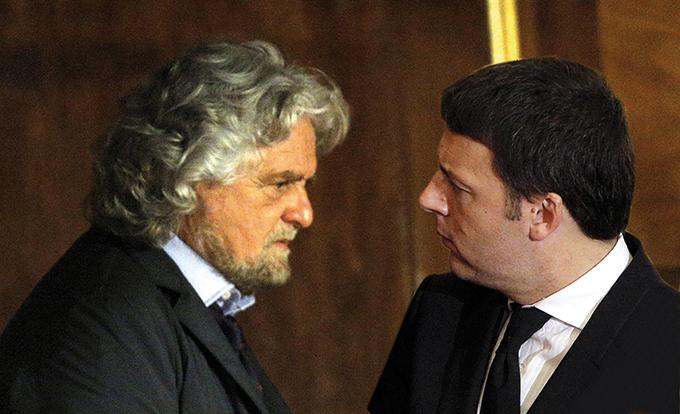 Premierul Matteo Renzi (dreapta) a inițiat reforma constituțională. însă ar putea demisiona dacă opoziția populistului Beppe Grillo (stânga) va avea câștig de cauză.