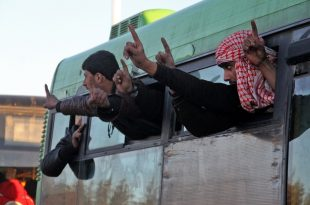 Operațiunile de evacuare a civililor și rebelilor din Alep au fost sistate și, ulterior, reluate, autobuzele transportându-i pe luptătorii dezarmați în localități din vestul Alepului, iar pe răniți în spitalele din regiune/ AFP PHOTO / Omar haj kadour