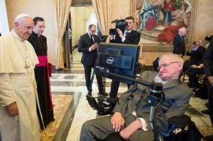 Liderul Bisericii Catolice, Papa Francisc, s-a întâlnit în 2016 cu academicianul britanic Stephen Hawking, unul dintre cei mai cunoscuți promotori ai teoriilor cu privire la originea Universului, în cadrul întâlnirii anuale a Academiei Pontificale de Științe, din care Hawking face parte