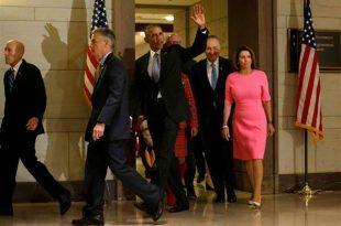 """Președintele american Barack Obama s-a întâlnit cu membrii democrați ai Congresului pentru a-i mobiliza să lupte pentru ca legea asigurărilor medicale """"Obamacare"""" să nu fie anulată de republicani. FOTO: REUTERS/Jonathan Ernst"""