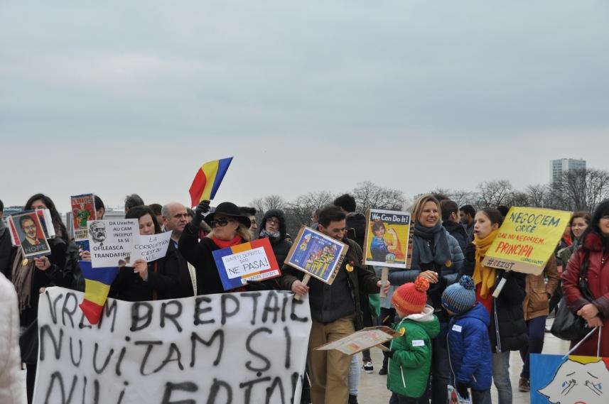 Paris_proteste_Romania_Alla_Tofan_PoliticALL06