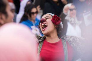 Egipt: O actriță performează un rol în cadrul unei demonstrații împotriva hărțuirii sexuale, la Cairo. Foto: Xinhua / Barcroft Images