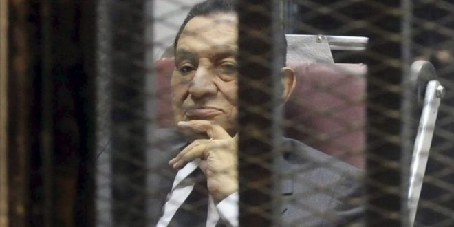 """După 6 ani de când a fost înlăturat de la putere și acuzat pentru abuz de putere și pentru rolul avut în reprimarea violentă a protestelor care au devenit cunoscute drept """"Primăvara Arabă"""", fostul președinte egiptean Hosni Mubarak, în vârstă de 88 de ani, a fost eliberat din închisoare.  Foto: Reuters"""