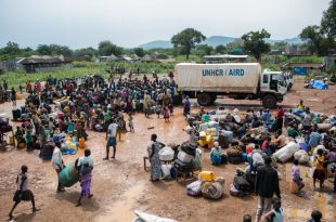Criza umanitară provocată de conflictul din Sudanul de Sud afectează grav și statul vecin Uganda, iar Organizația Națiunilor Unite a făcut un apel către comunitatea internațională pentru a veni în ajutorul a sute de mii de refugiați afectați de lipsa de alimente și igienă. Foto: UNHCR /Will Swanson