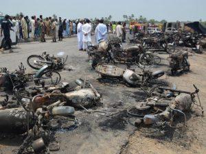 pakistan cisterna petrol explozie victime
