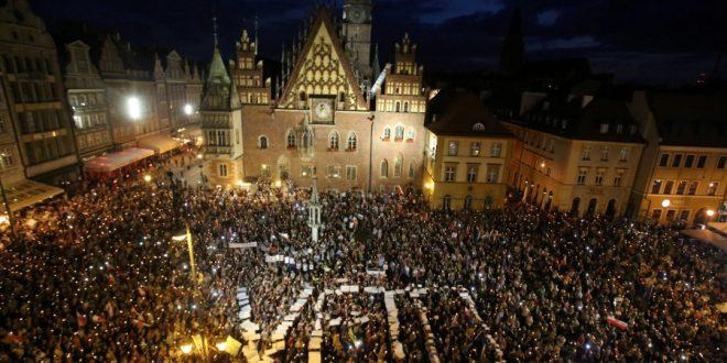 polonia veto lege justitie proteste varsovia lege si justitie